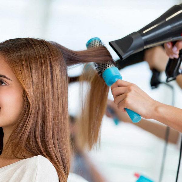 سشوار کشیدن مو و صاف کردن آن
